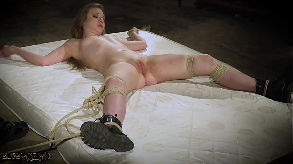 nude babes solo